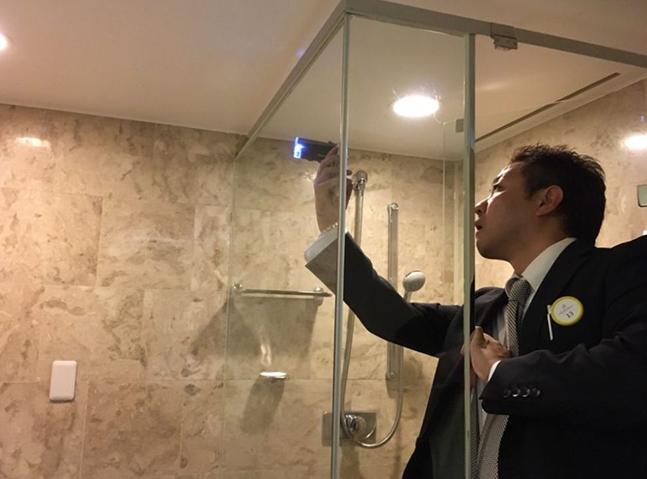 ガラス再生研磨浴室ガラス